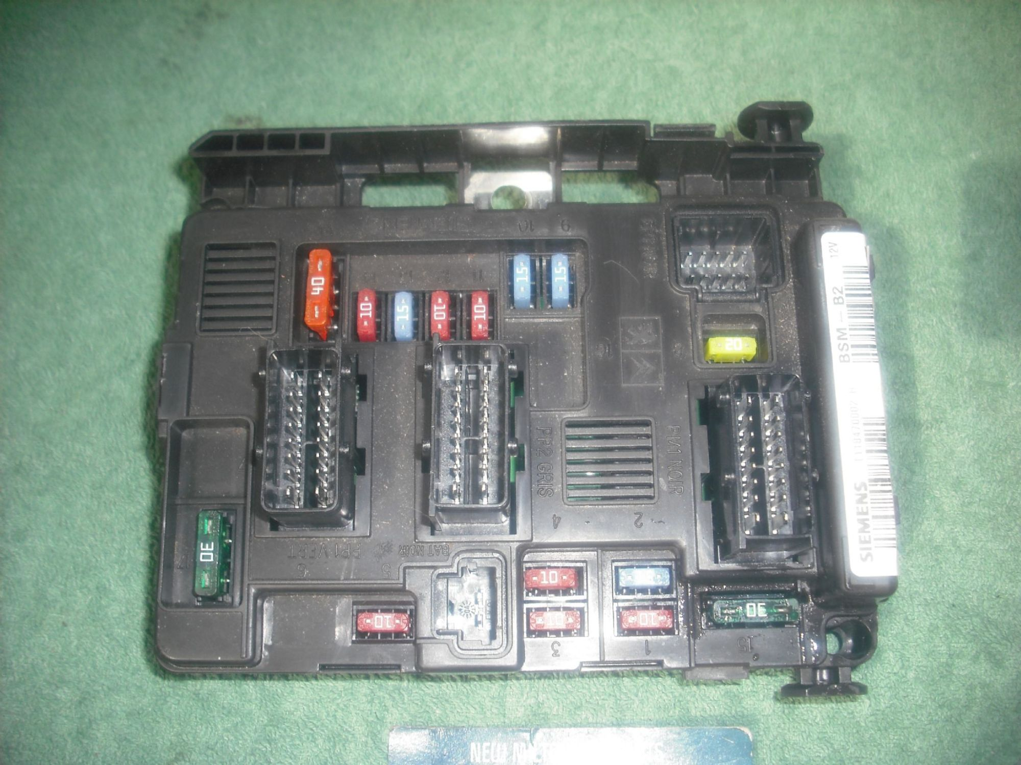 hight resolution of a genuine peugeot 206 front fuse box control module bsm b2 siemens t118470002 h 9643498980